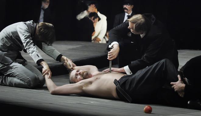 FOTO: Shylock uplatňuje svůj nárok na libru masa
