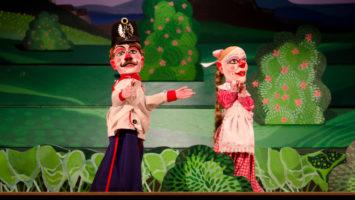 FOTO: Loutková inscenace U kanónu stál Divadla Drak