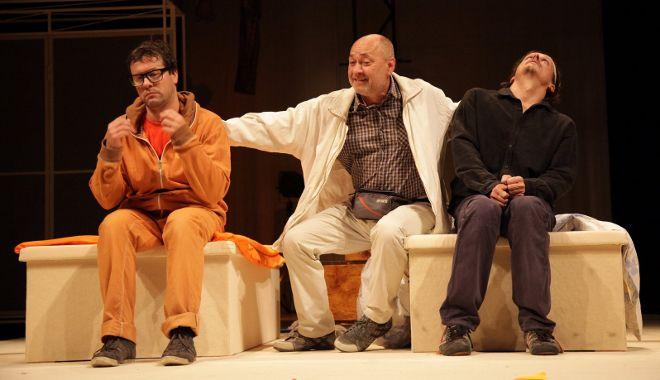 FOTO: Inscenace Chvála bláznovství Karlovarského městského divadla