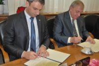 FOTO: Zimola podepisuje koaliční smlouvu