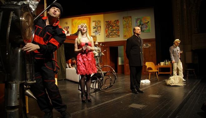 FOTO: Karlovarská Komedie potmě v Žižkovském městském divadle