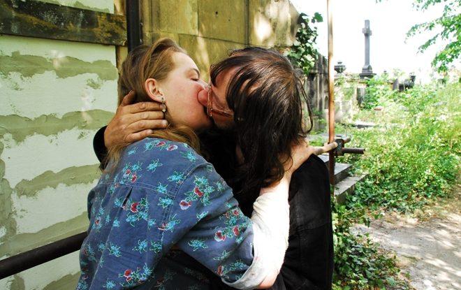 FOTO: Laska v hrobe (2012)