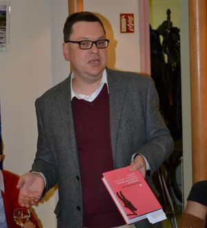 OBR: Petr Hlaváček, editor knihy Intelektuál ve veřejném prostoru