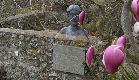 FOTO: Pomník Virginie Woolfové