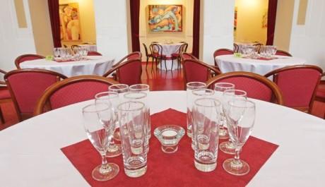 FOTO: Detailní příprava stolů ve VČD