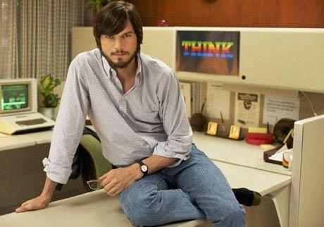 FOTO: Ashton Kutcher jako Steve Jobs