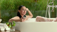 Megan Fox ve vaně, reklama na Motorolu