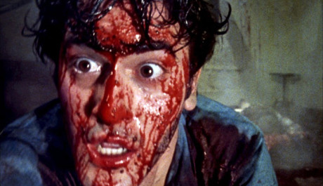 Bruce Cambell v The Evil dead řádí. Zdroj: Bonton