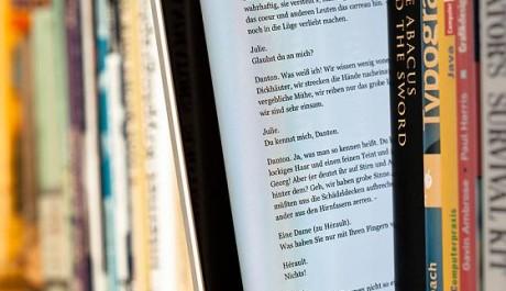 FOTO: E-knihy se čtou snadněji než knihy tištěné