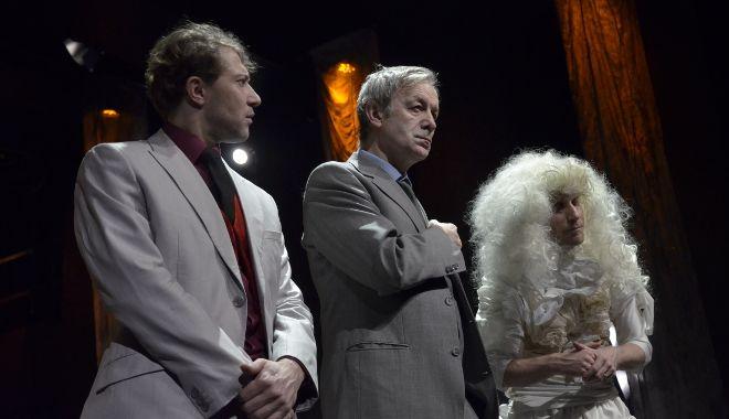 FOTO: Divadlo Komedie uvedlo inscenaci podle Gombrowiczovy Pornografie