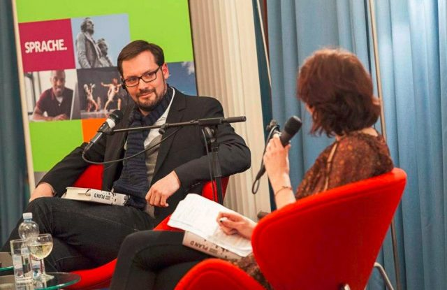 FOTO: Simon Urban s moderátorkou