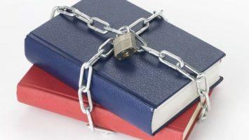 FOTO: Seznam zakázaných knih, Zdroj: takepart.com