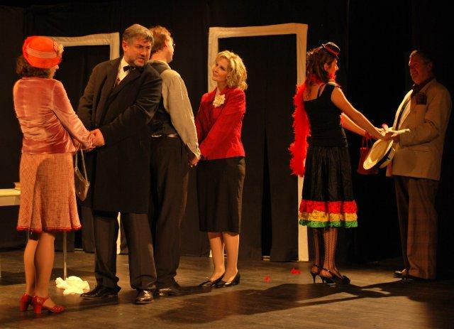 FOTO: Divadlo Akorát - Damsky krejci