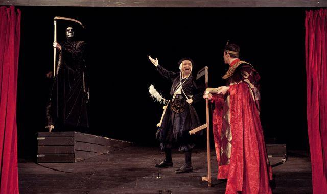FOTO: Jihočeské divadlo uvedlo Pratchettovy Soudné sestry