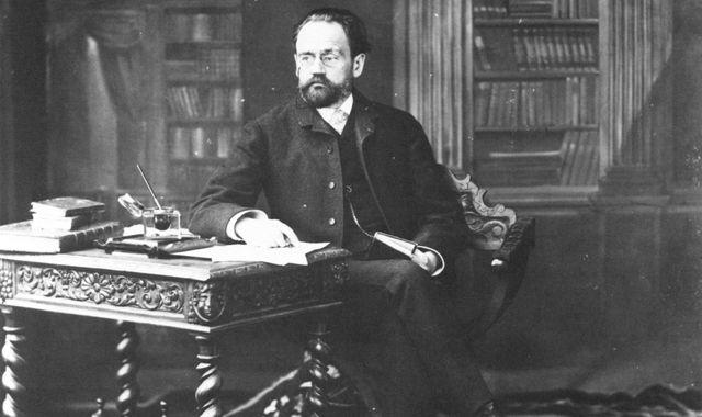 FOTO: Émile Zola ve své pracovně, Zdroj: wikimedia. org