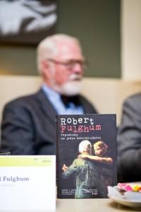 """FOTO: Nejnovější kniha Roberta Fulghuma """"Vzpomínky na jedno dobrodružství"""""""