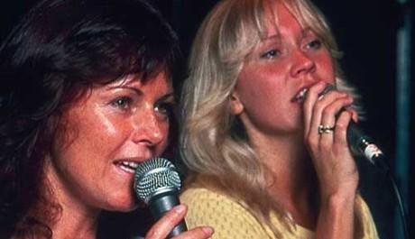 Zpěvačky skupiny ABBA, Agnetha Fältskog je vpravo, vlevo Anni-Fried Lyngstad. Zdroj: abbasite.com