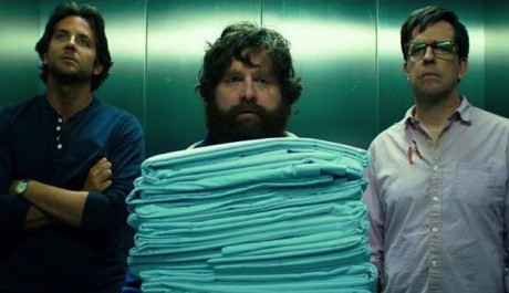 FOTO: Bradley Cooper, Zach Galifianakis a Ed Helms ve filmu Pařba na třetí