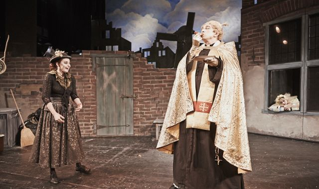 FOTO: Inscenaci Slečna Jairová uvedlo Divadlo v Dlouhé