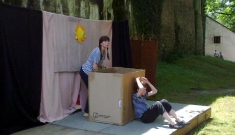 FOTO: Divadelní spolek Prácheňská scéna připravilo inscenaci Čarování z bedny pro nejmenší diváky