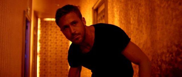 Ryan Gosling tentokrát neudrží ani kladivo. Zdroj: H.C.E.
