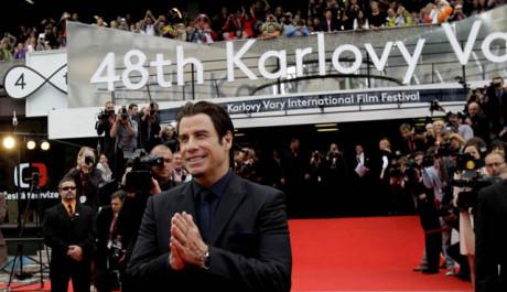 John Travolta před hotelem Thermal v Karlových Varech. Zdroj: Film Servis Festival Karlovy Vary