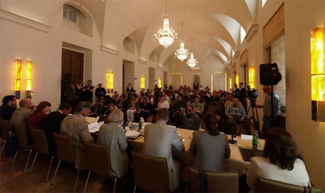 Foto: Tiskové konference v Karlových Varech