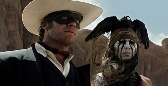 Johnny Depp a Armie Hammer ve filmu Osamělý jezdec. Zdroj: distributor filmu
