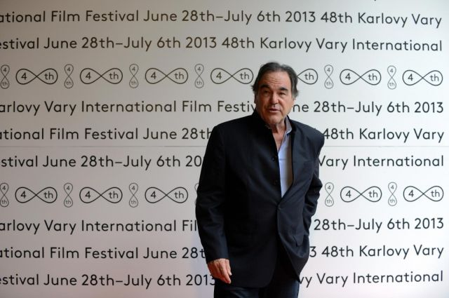 Stone má doma Oscara za scénář k Půlnočnímu expresu a za režii Čety a Narozen 4. července.