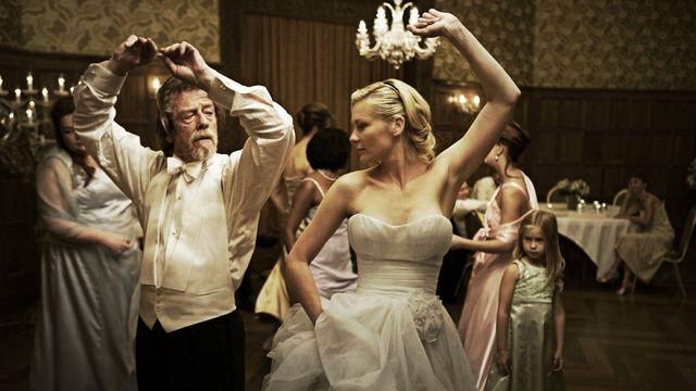 FOTO: John Hurt a Kirsten Dunst ve filmu Melancholia