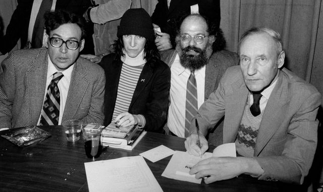 Zleva: Carl Solomon, Patti Smith, Allen Ginsberg a William S. Burroughs. | Zdroj: Wikimedia.org