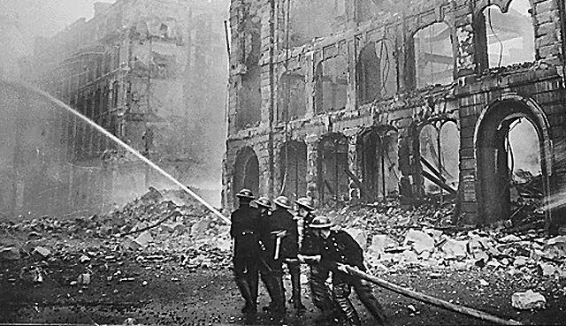 Výjev z bombardovaného Londýna