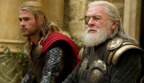 FOTO: Chris Hemsowth Anthony Hopkins Thor Dark World