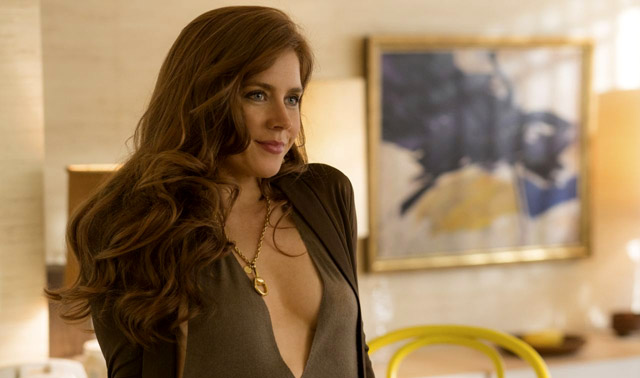 amy-adams-american-hustle-spinavy-trik
