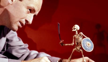 Otec speciálních efektů se svým výtvorem, který se objevil ve filmu Jáson a Argonauti. Zdroj: reprofoto: youtube.com