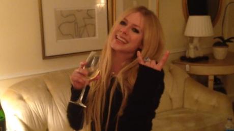 FOTO: Avril Lavigne oslavila 50 milionů fanoušků na Facebooku