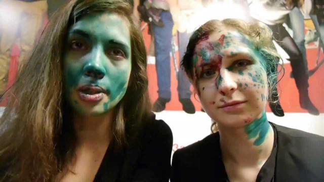Pussy Riot po incidentu v McDonald's. | Zdroj: youtube.com