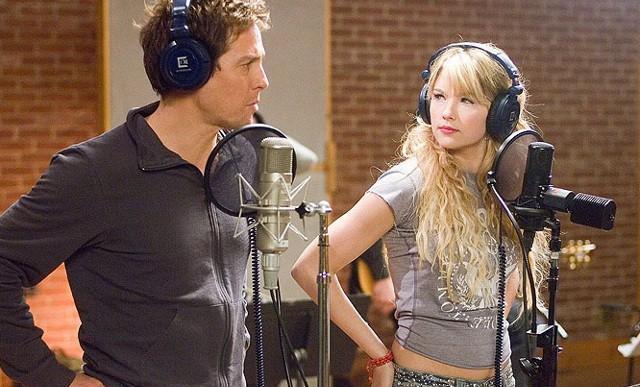 FOTO: Hudbu složil, slova napsal - Hugh Grant a Haley Bennett - Warner Bros.