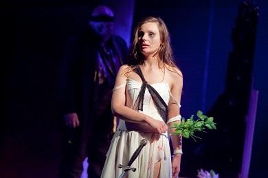 FOTO: Ofélie ztratila Hamleta