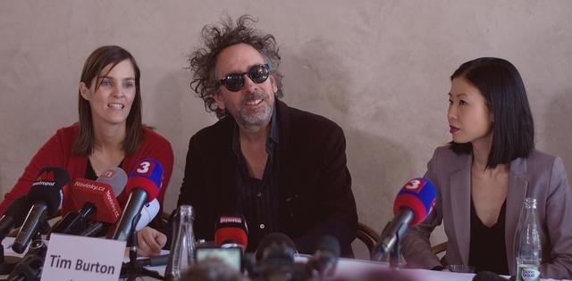 FOTO: Tim Burton v Praze na zahájení své výstavy