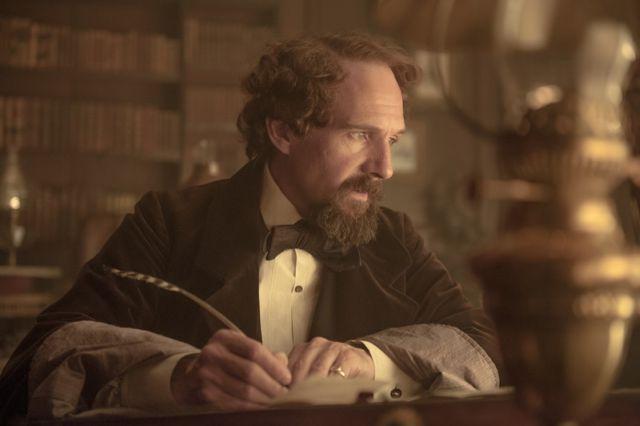 Ralph Fiennes zahrál světoznámého spisovatele bezchybně.