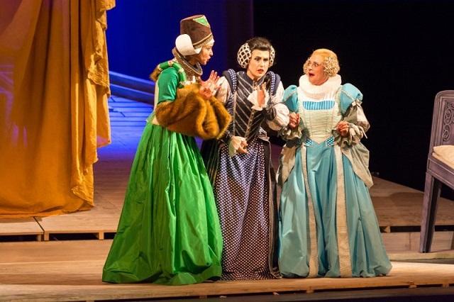 FOTO: Alice s Meg zjistí, že je chce obě svést Falstaff.
