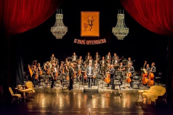 FOTO: Celým večer provázel Orchestr Moravského divadla, který byl k vidění přímo na jevišti.