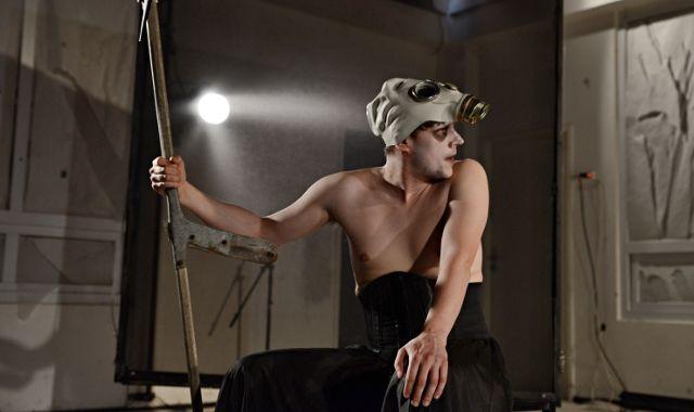 FOTO:Divadlo D21 uvedlo inscenaci Sekáč dědeček podle Pratchetta