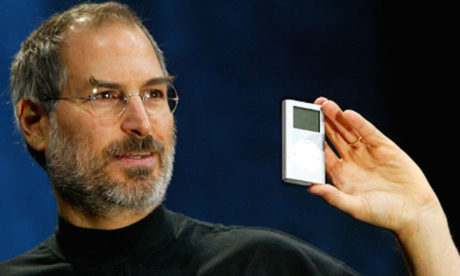 Vizionář ze Silicon Valley představuje první iPod.