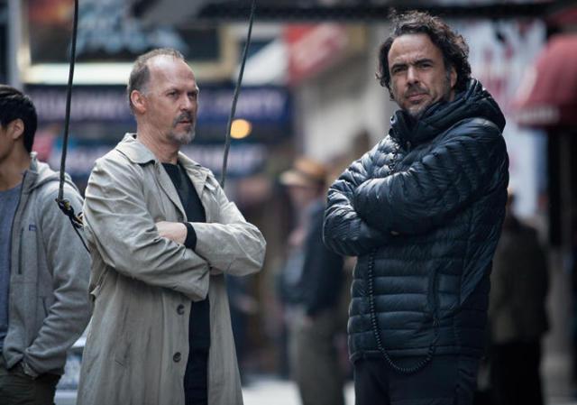 Michael Keaton a Alejandro González Iñárritu při natáčení snímku Birdman. Zdroj: Fox Searchlight Pictures