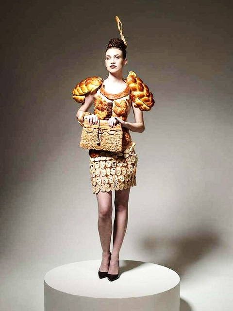 Šaty z pečiva, Ami Goodheart, Ted Sabarese. Zdroj: www.amigoodheart.com