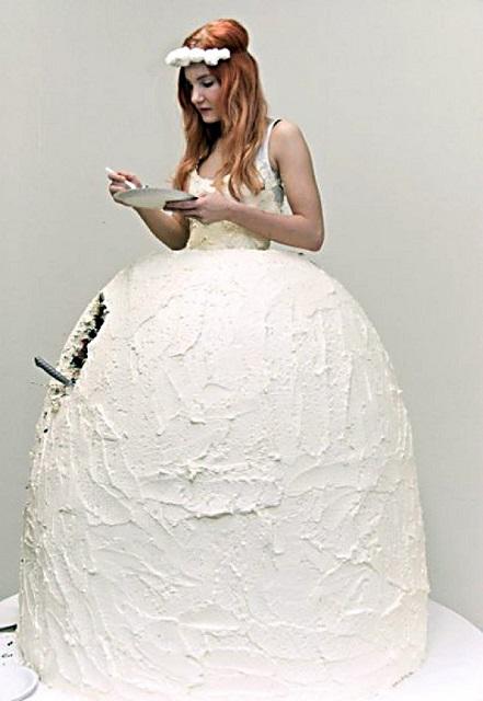 Svatební šaty - dort, Lukka Sigurdardóttir, Zdroj: SIGURDARDOTTIR/GATHERANDNEST.COM