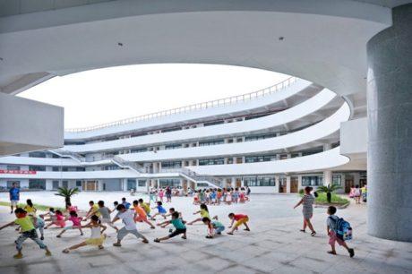 Základní škola, Tiantal, Zdroj: www.lycs-arc.com