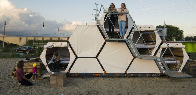 Projekt B-And-Bee, Compaan and Labeur, Zdroj:  www-domusweb.it